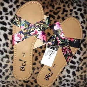🔥NEW🔥 RUE21 Floral criss crisps sandal 🔥